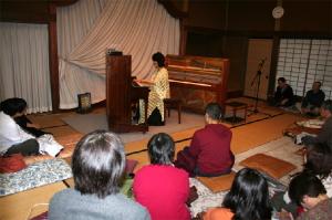 左側がディアパソンピアノ